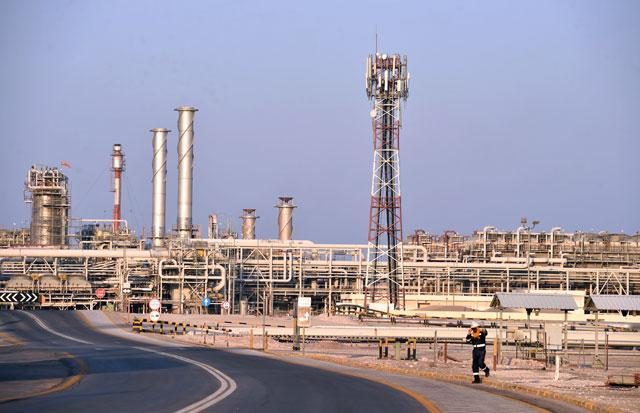 Saudi Arabia increases oil output to record high