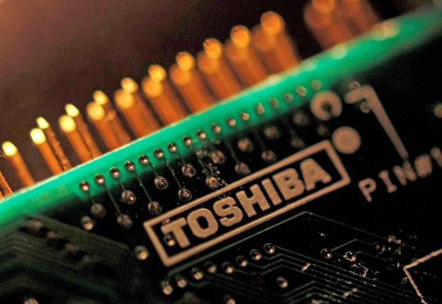 Toshiba to sell new shares to avoid a delisting risk