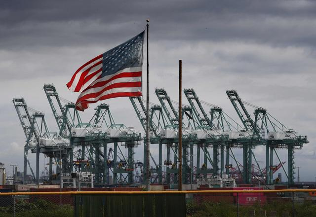 United States  trade deficit soars to record high