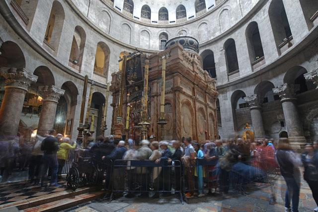 Holy Sepulchre to reopen as Israel backtracks