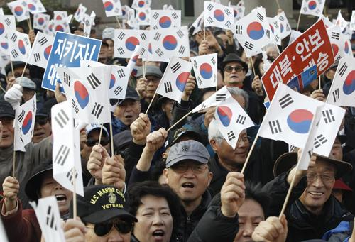 With rock music and pinatas, S. Koreans rally against Park