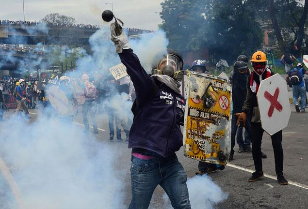 Venezuela protests: Young man killed in Valencia