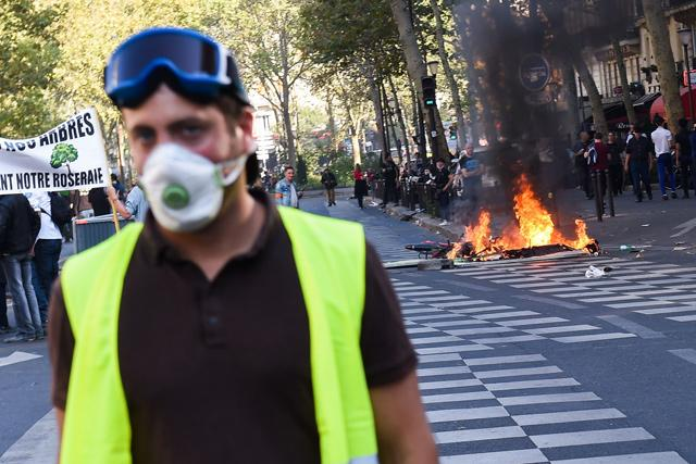 Paris Police Gird For Weekend Protests Over Macron, Climate