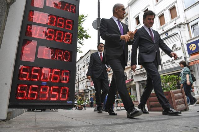 Turkish lira strengthens against dollar, euro upon news of Central Bank meeting