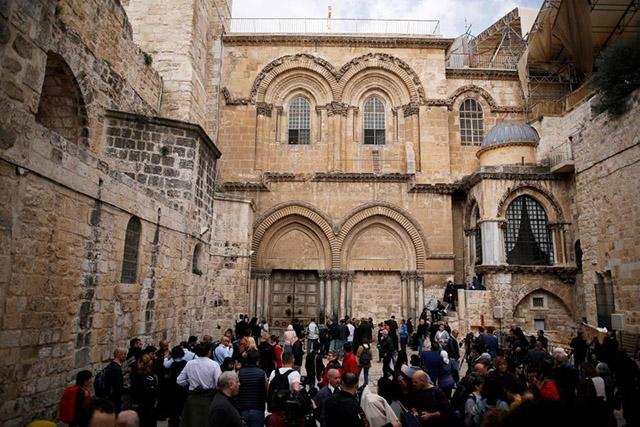 Faithful return to Jerusalem holy site as Christian protest ends