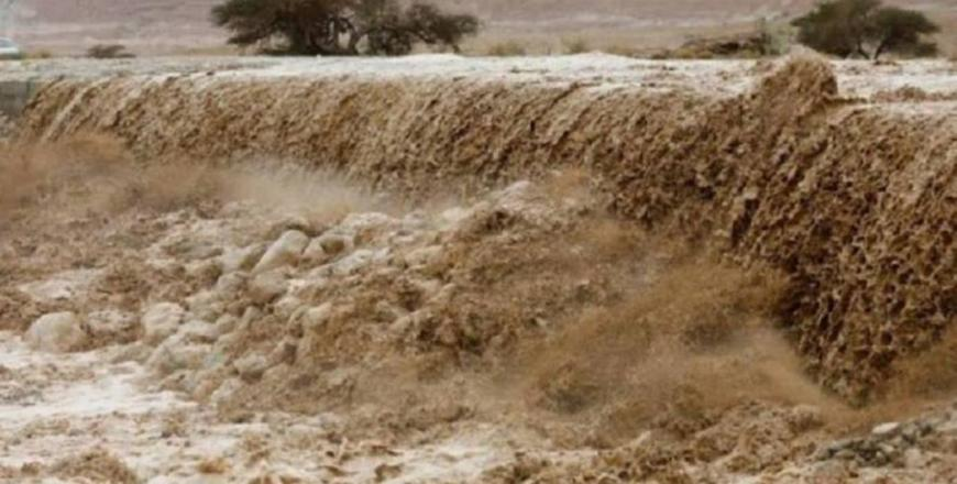 Floods raid Dead Sea school, rescue team search for missing students